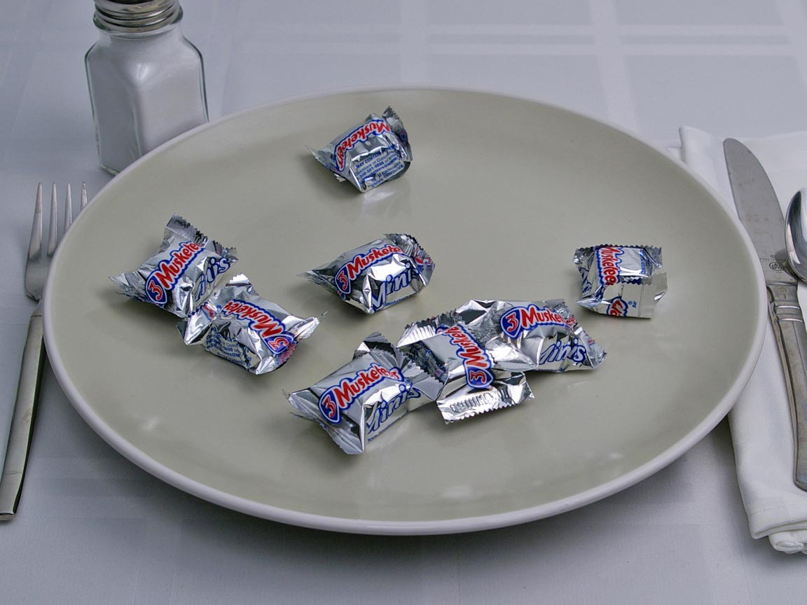 Calories in 8 piece(s) of 3 Musketeers Mini