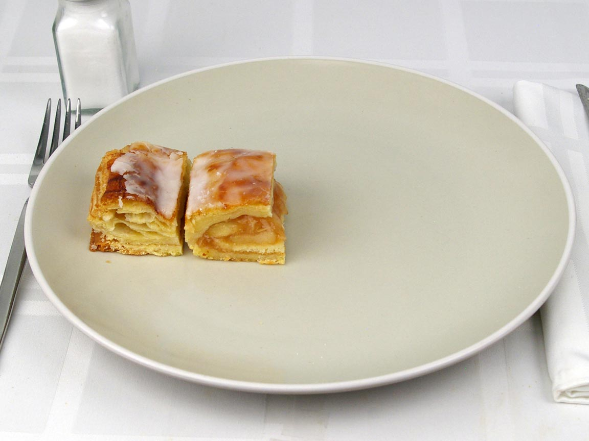Calories in 0.5 piece(s) of Apple Strudel