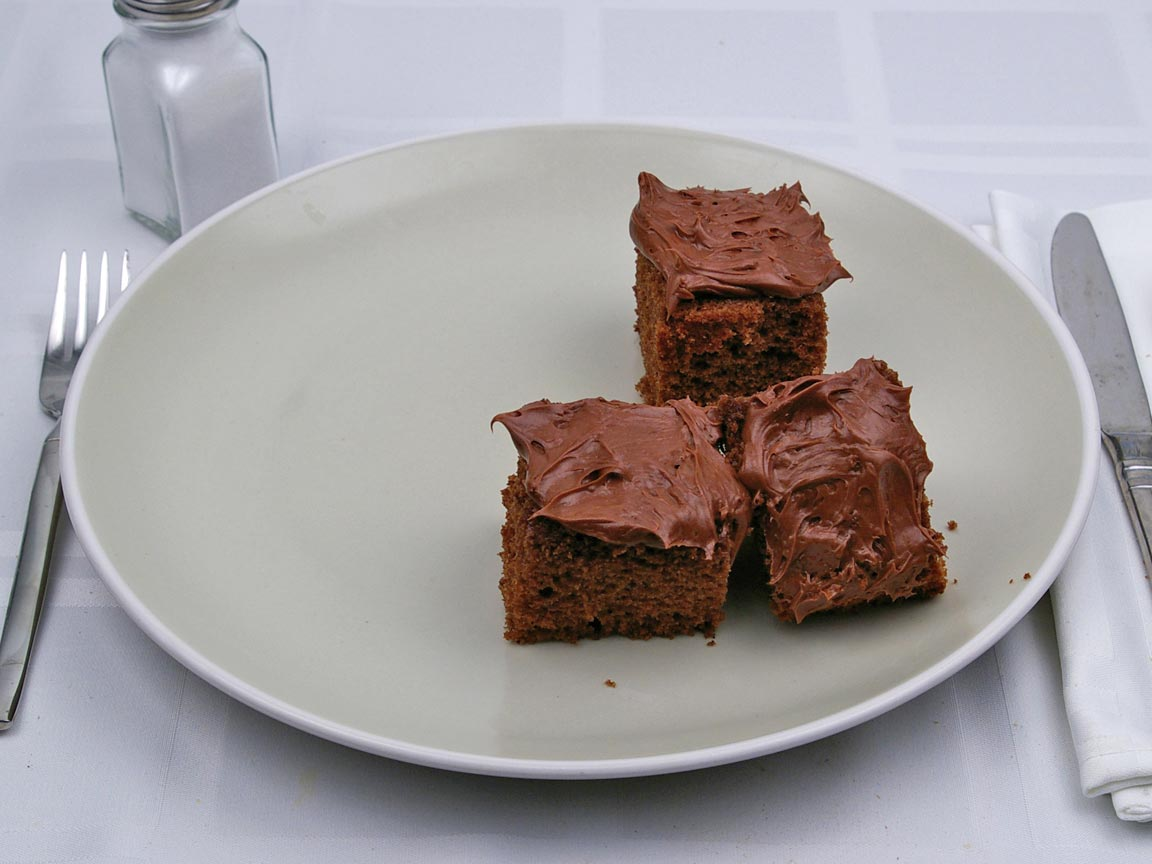 Calories in 3 piece(s) of Chocolate Cake - With Frosting - Avg