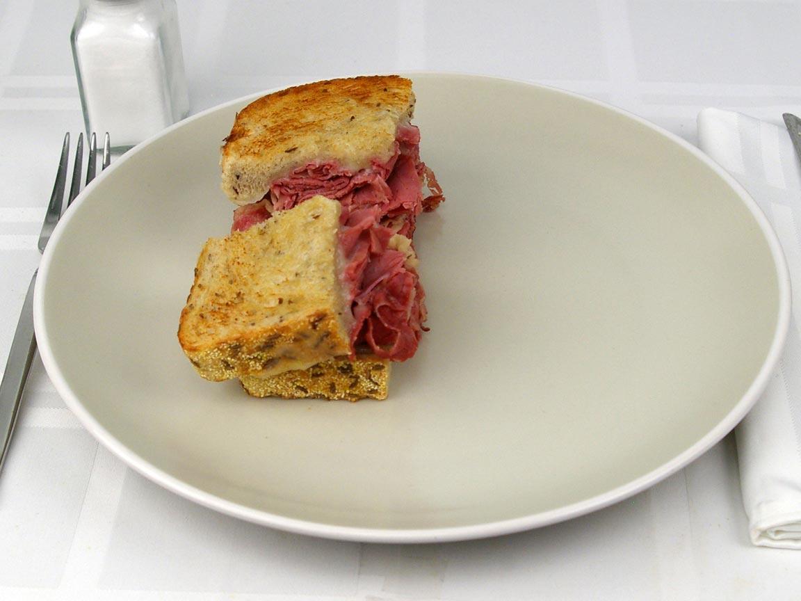 Calories in 0.5 sandwich(s) of Corned Beef Sandwich on Rye - Dry