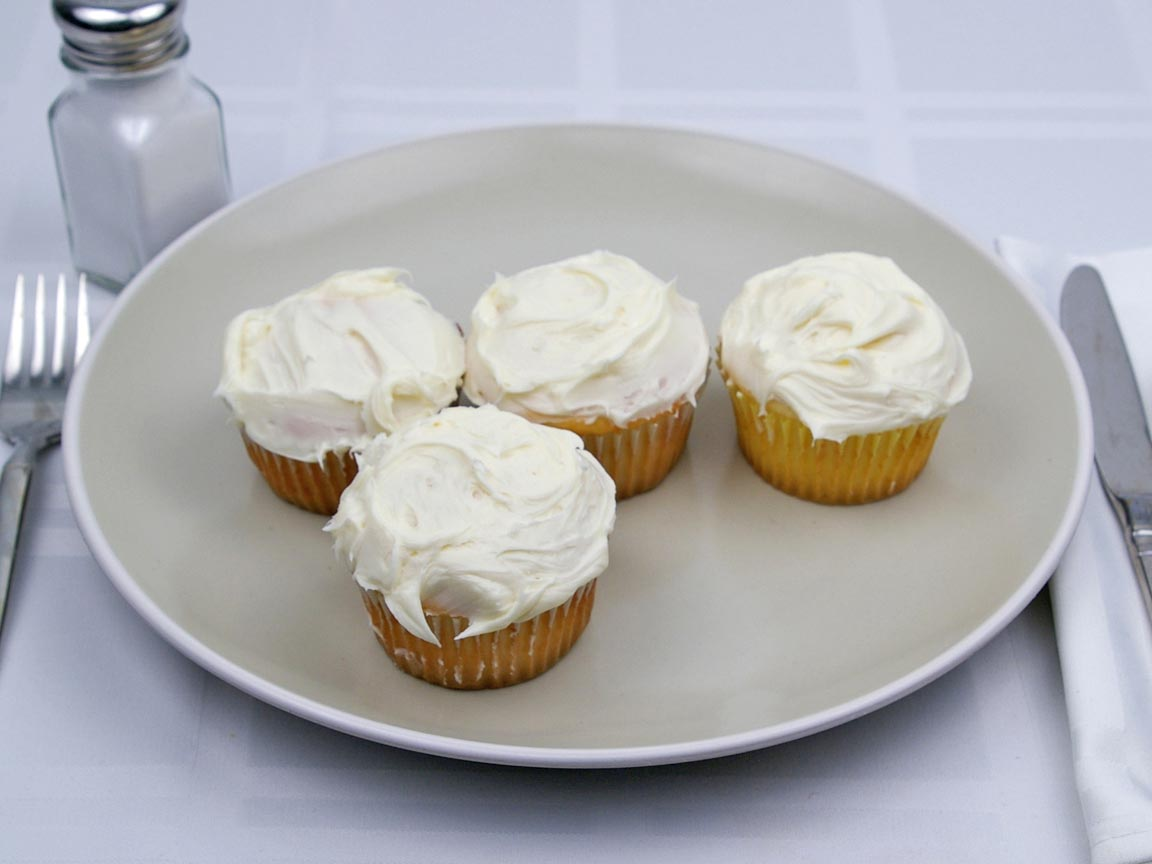 Calories in 4 cupcake(s) of Cupcakes - Vanilla Frosting - 1 tbsp - Avg
