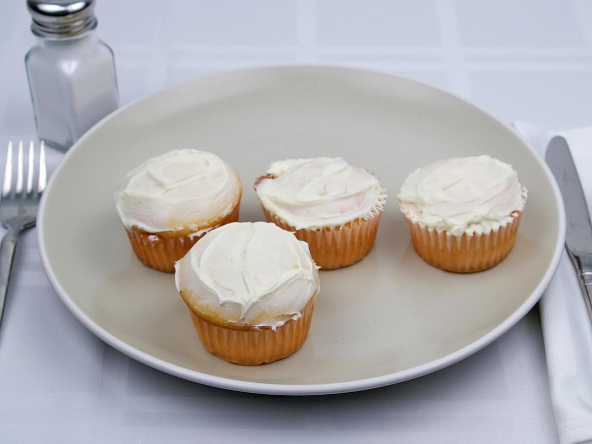 Calories in 4 cupcake(s) of Cupcakes - Vanilla Frosting - 1 tsp - Avg