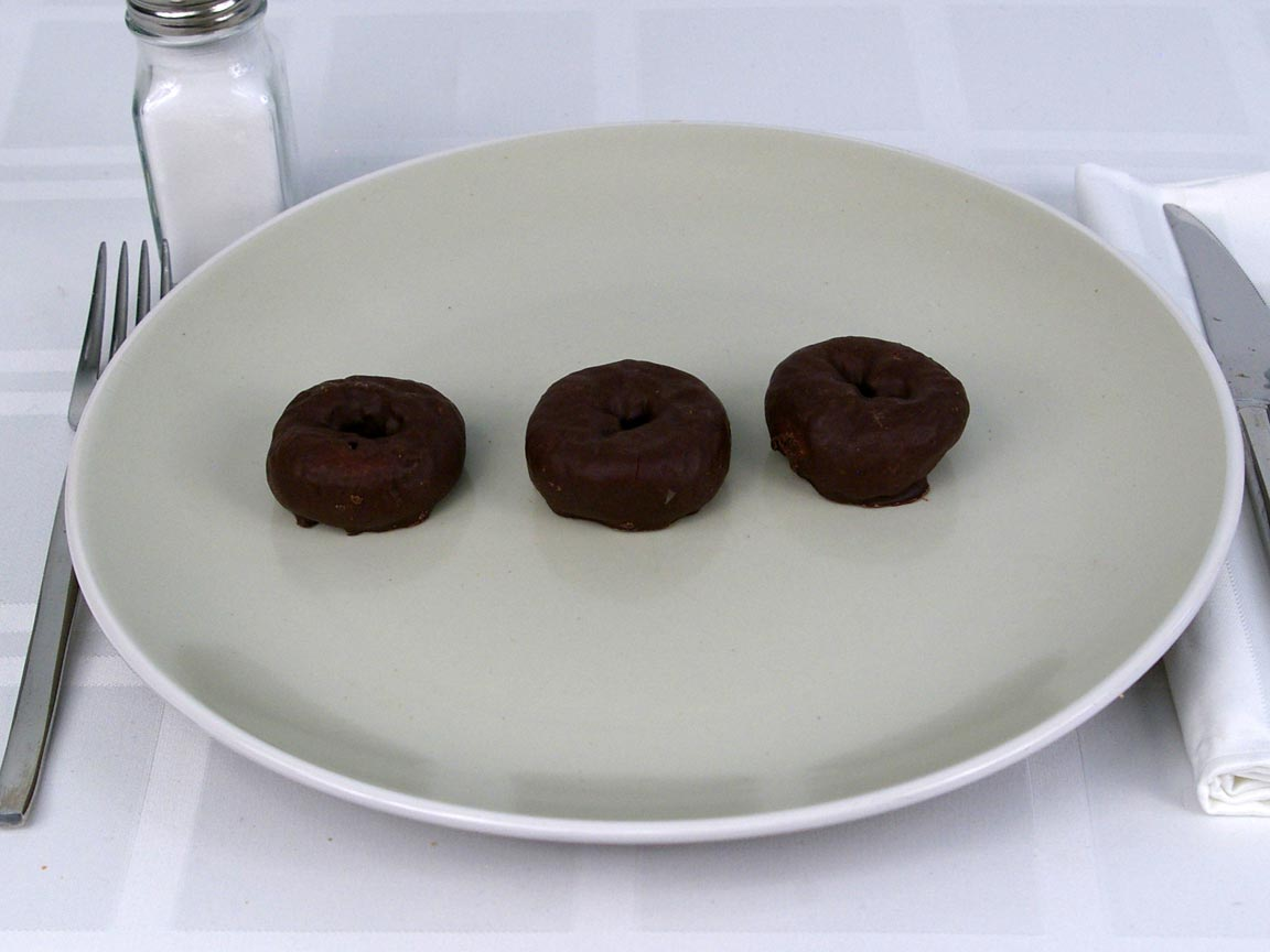 Calories in 3 ea(s) of Chocolate Frosted Donettes