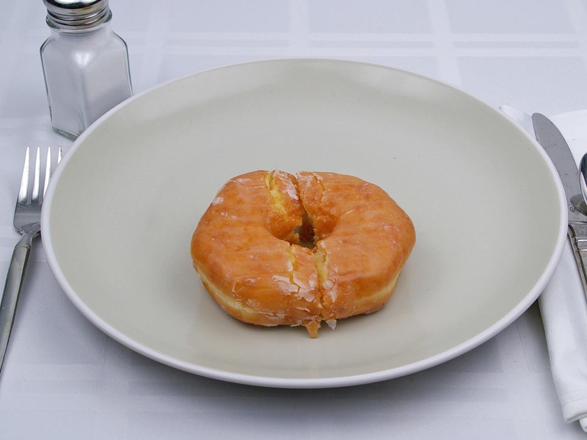 Calories in 1 donut(s) of Glazed Donut