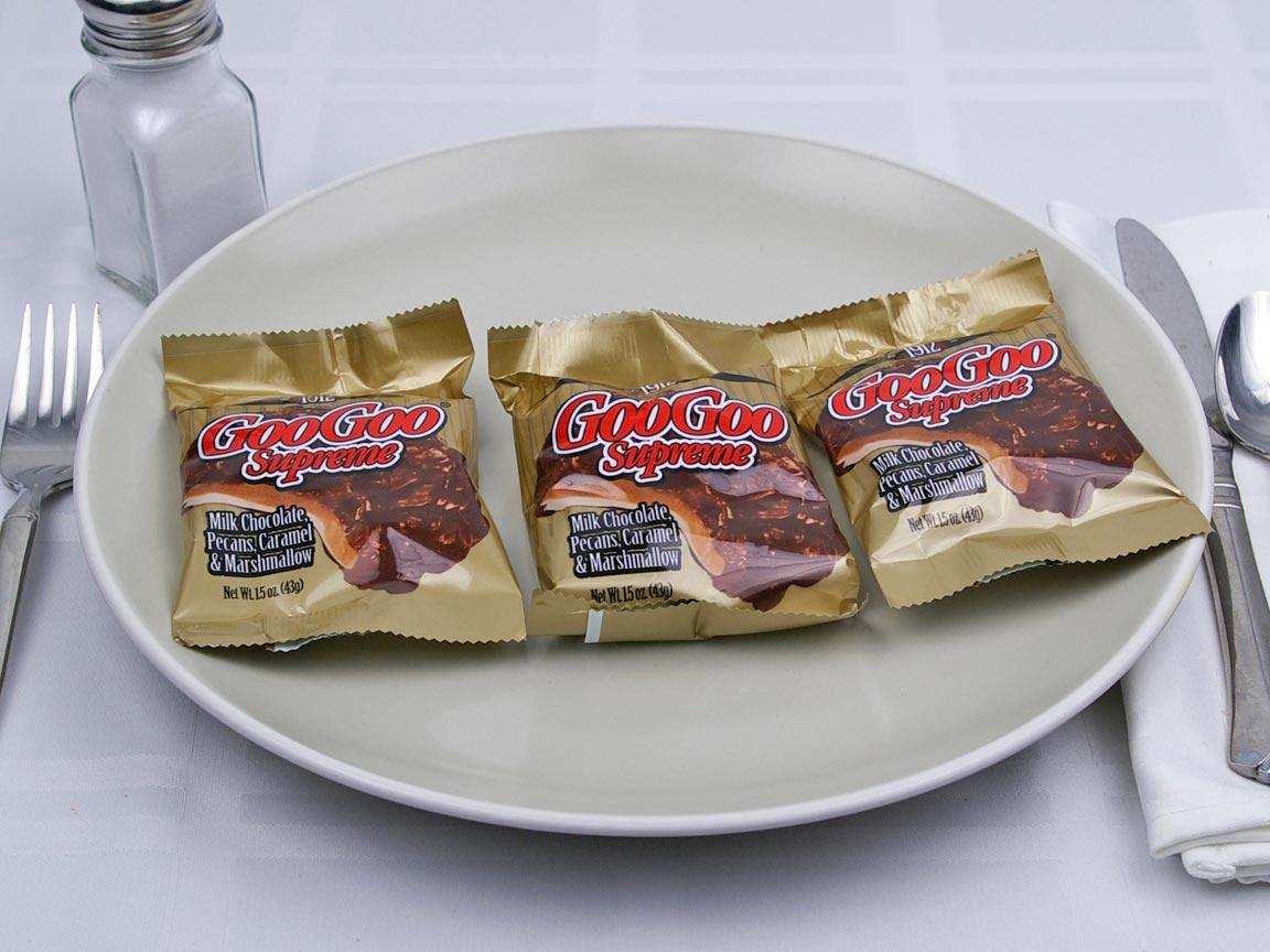 Calories in 3 piece(s) of Goo Goo Supreme - Pecans