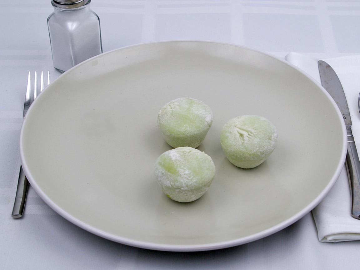 Calories in 3 piece(s) of Mochi - Green Tea - Ice Cream