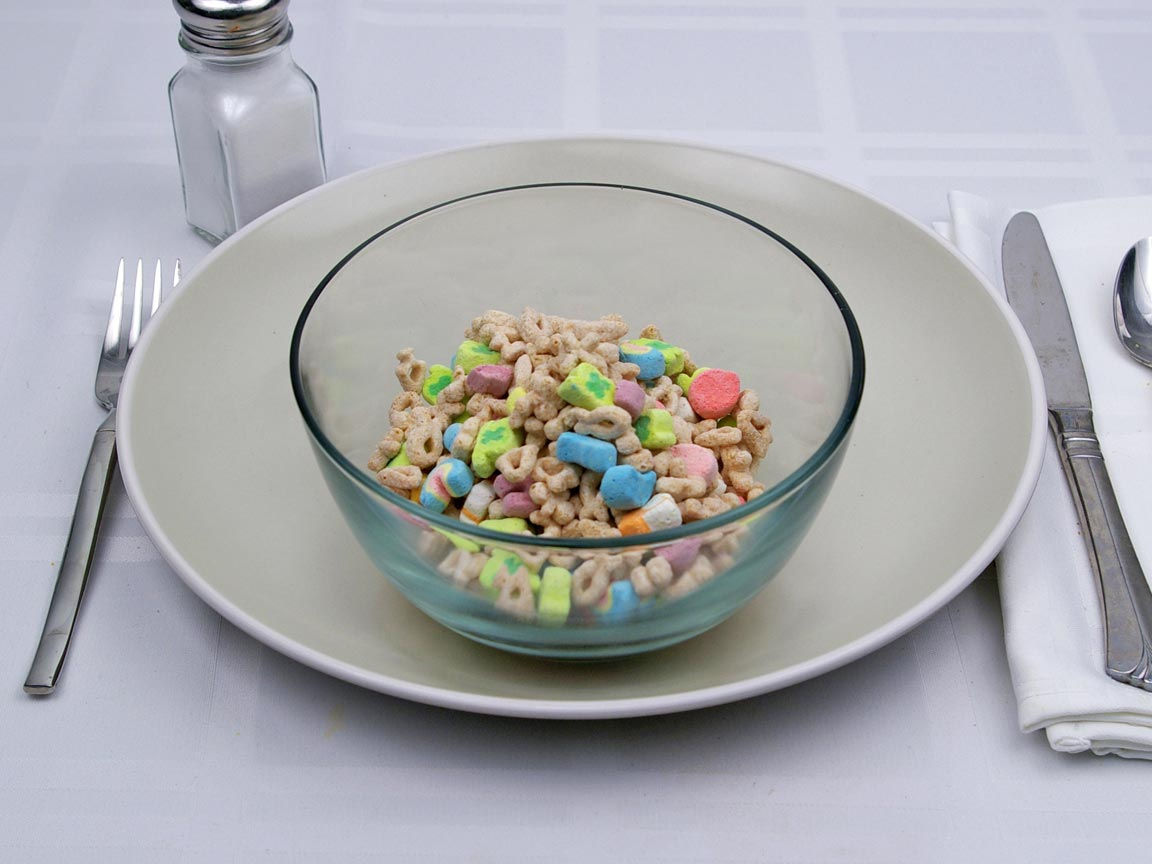 Calories in 1.25 cup(s) of Lucky Charms Cereal