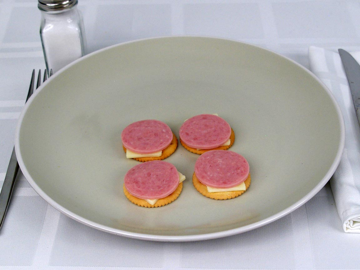 Calories in 0.5 ea(s) of Lunchables Ham and Swiss