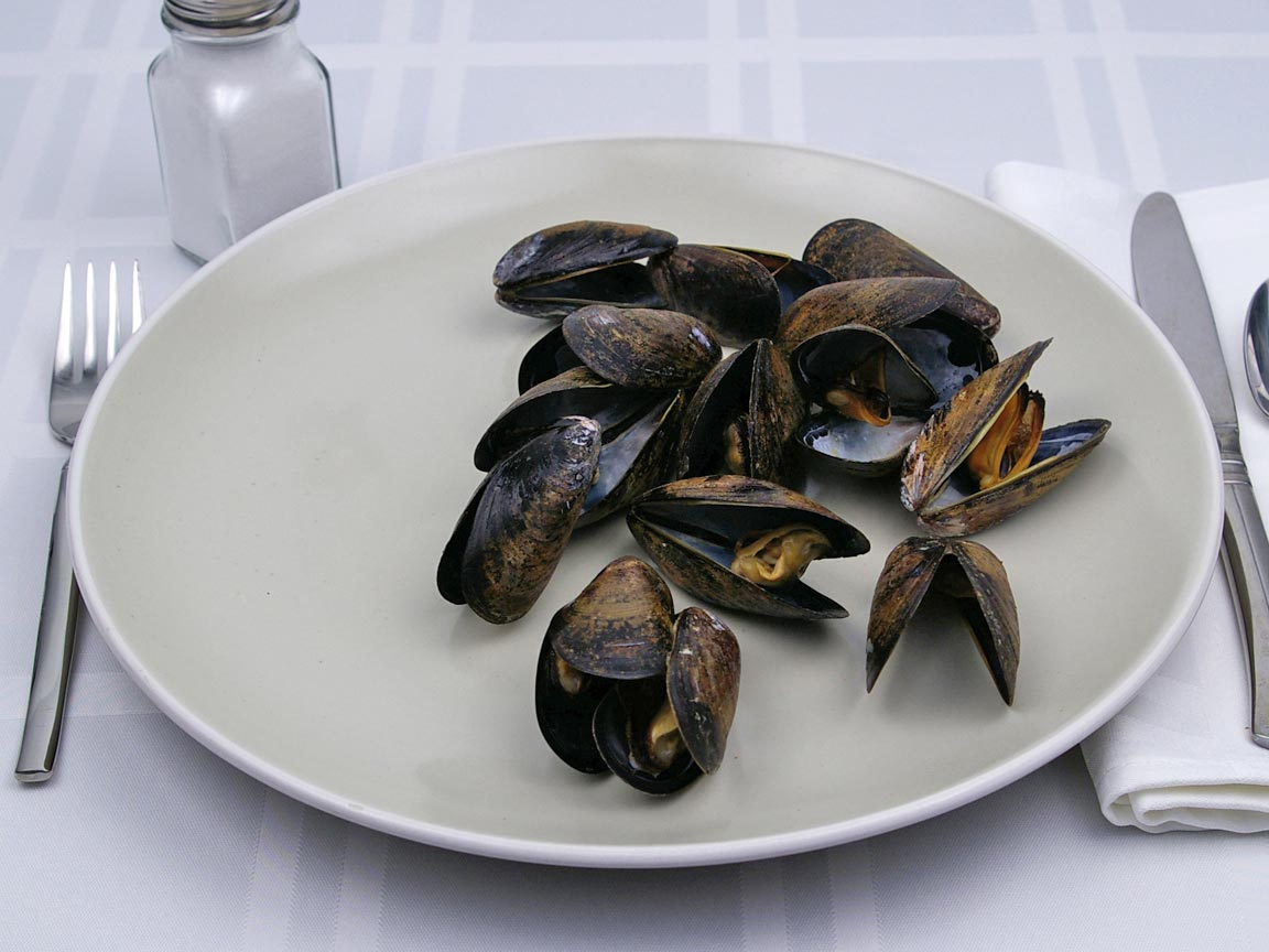 Calories in 113 grams of Mussels - in Shell