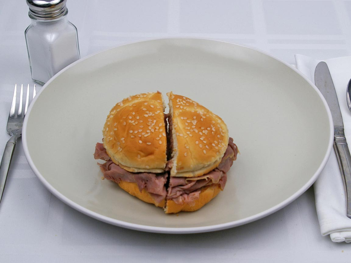 Calories in 1 sandwich(es) of Arby's  - Roast Beef  - Classic