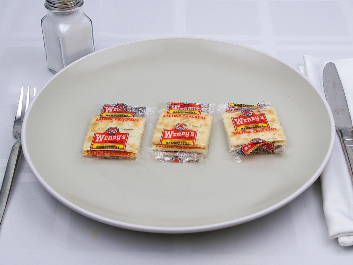 Calories in 3 package(s) of Wendy's - Saltines