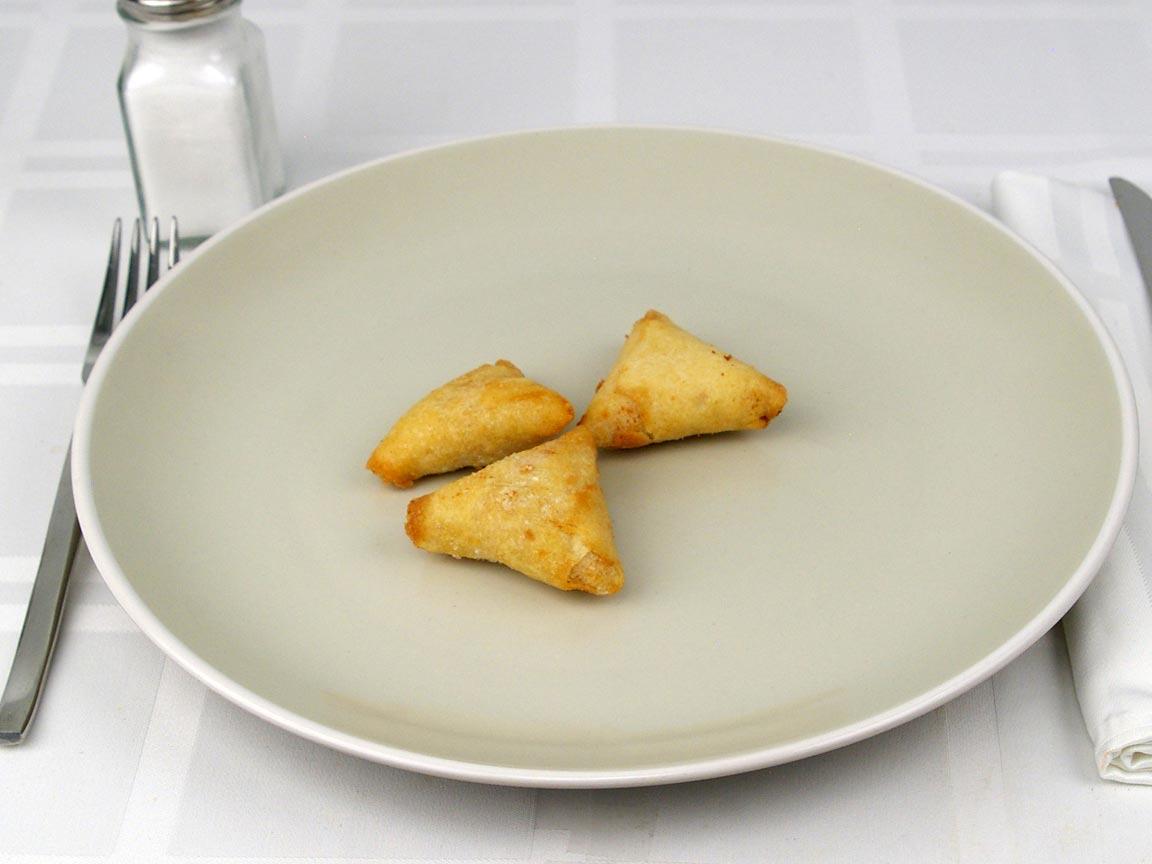 Calories in 3 samosa(s) of Samosas - Chicken Tikka - Baked