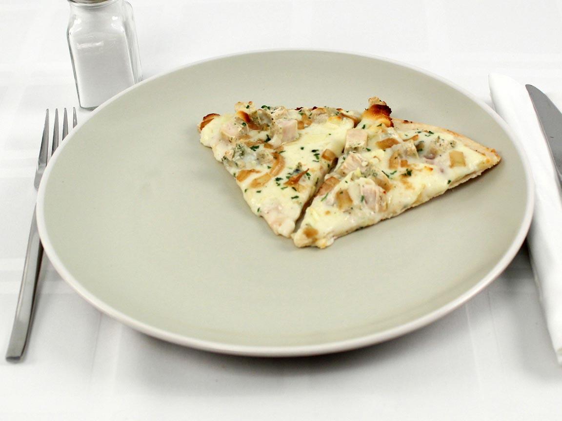 Calories in 2 piece(s) of Frozen Thin Chicken Alfredo Pizza