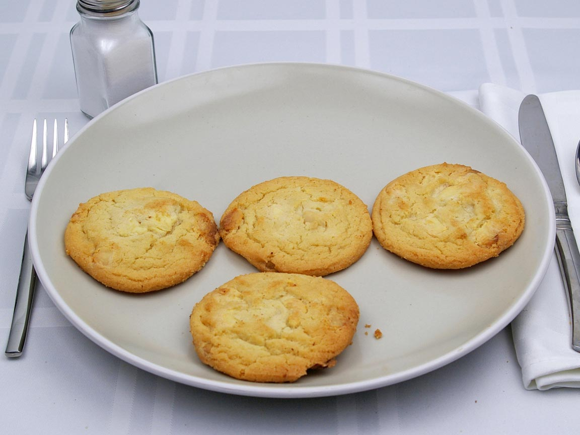 Calories in 4 cookie(s) of White Chocolate Macadamia Cookie